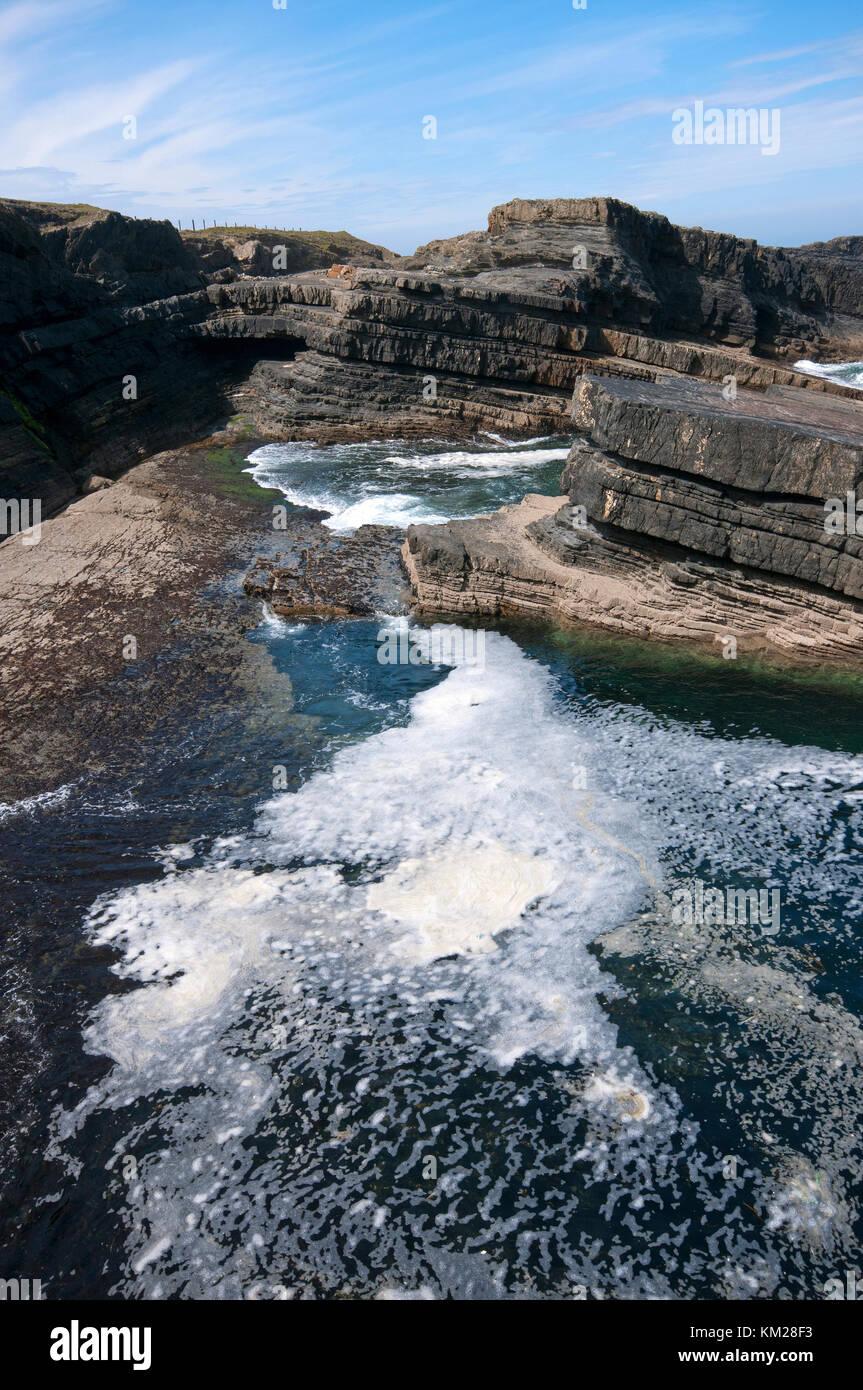 Jagged cliffs near Bridges of Ross, Loop Head peninsula, County Clare, Ireland - Stock Image