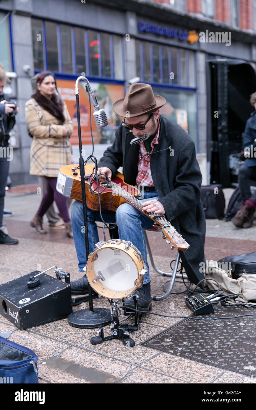 Dublin, Ireland. 3rd Dec, 2017. One Man Band or Orchestra Man busking on Grafton Street in Dublin bringing Christmas Stock Photo