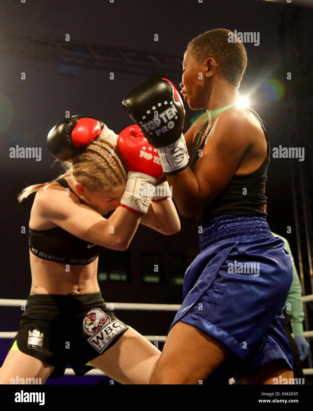 Usti Nad Labem, Czech Republic. 02nd Dec, 2017. Czech boxer Fabiana Bytyqi (left) and Tanzanian boxer Fatuma Yazidu Stock Photo