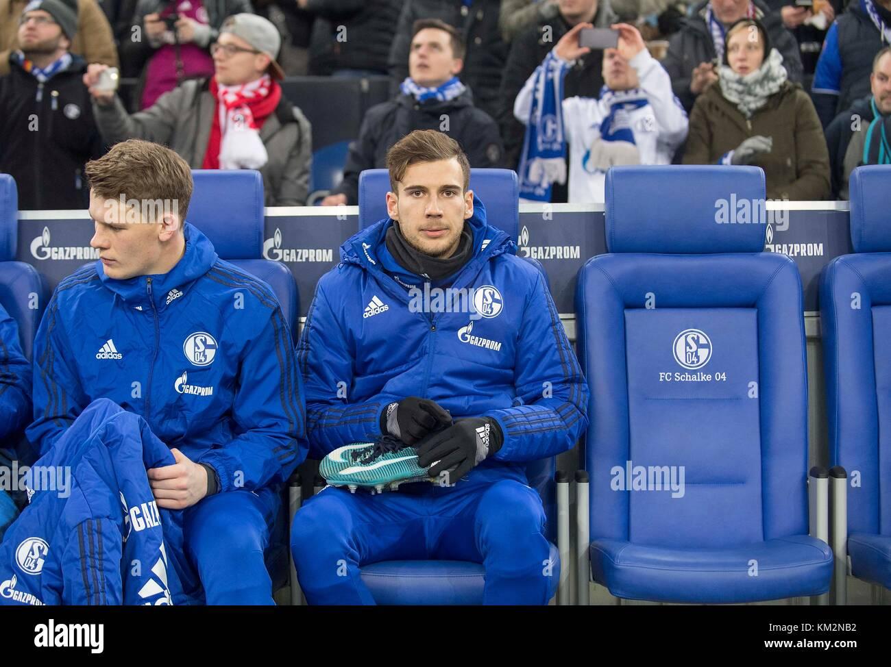 Gelsenkirchen, Deutschland. 02nd Dec, 2017. Leon GORETZKA (GE) sitzt auf der Ersatbank, l. goalwart Alexander NUEBEL - Stock Image