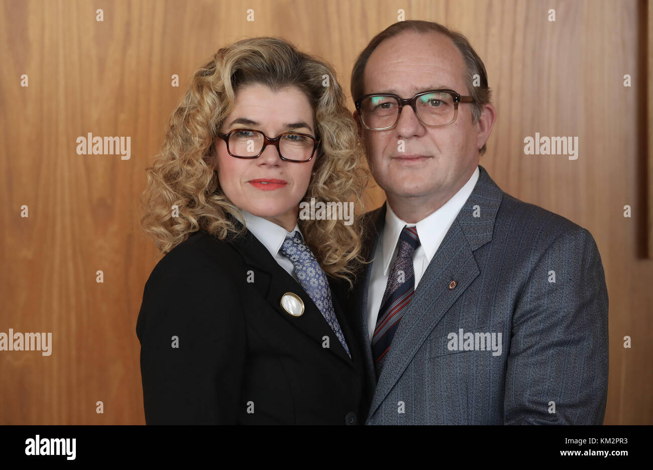 Berlin, Germany. 04th Dec, 2017. Actors Anke Engelke and Uwe Preuss during the shooting of the Amazon Prime video - Stock Image