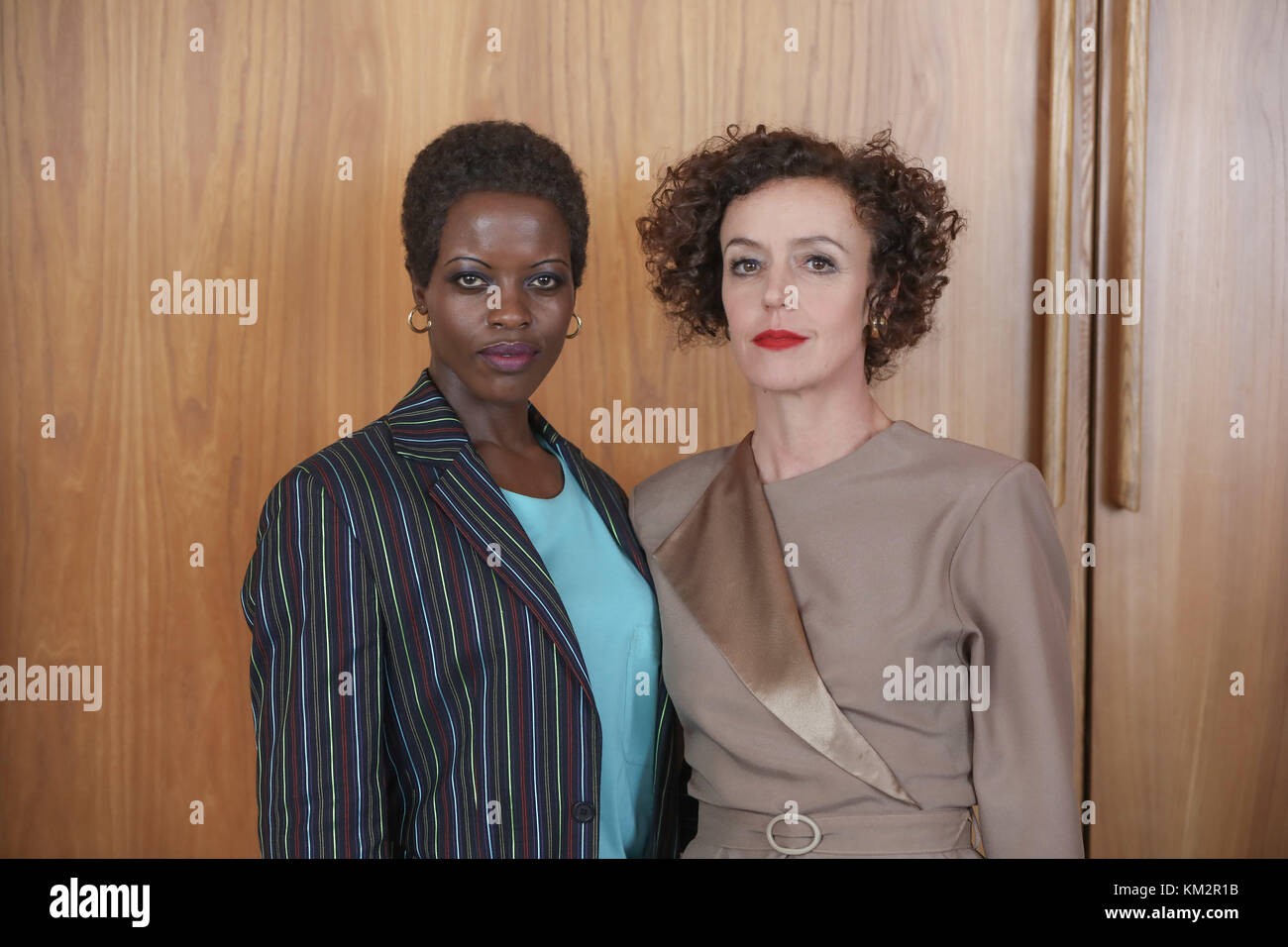 Berlin, Germany. 04th Dec, 2017. Actresses Florence Kasumba (L) and Maria Schrader during the shooting of the Amazon - Stock Image