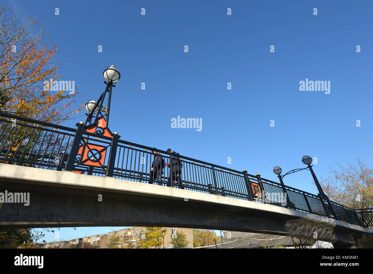 Footbridge over the Grand Union Canal, Little Venice, City of Westminster, London, on an autumn day. Stock Photo