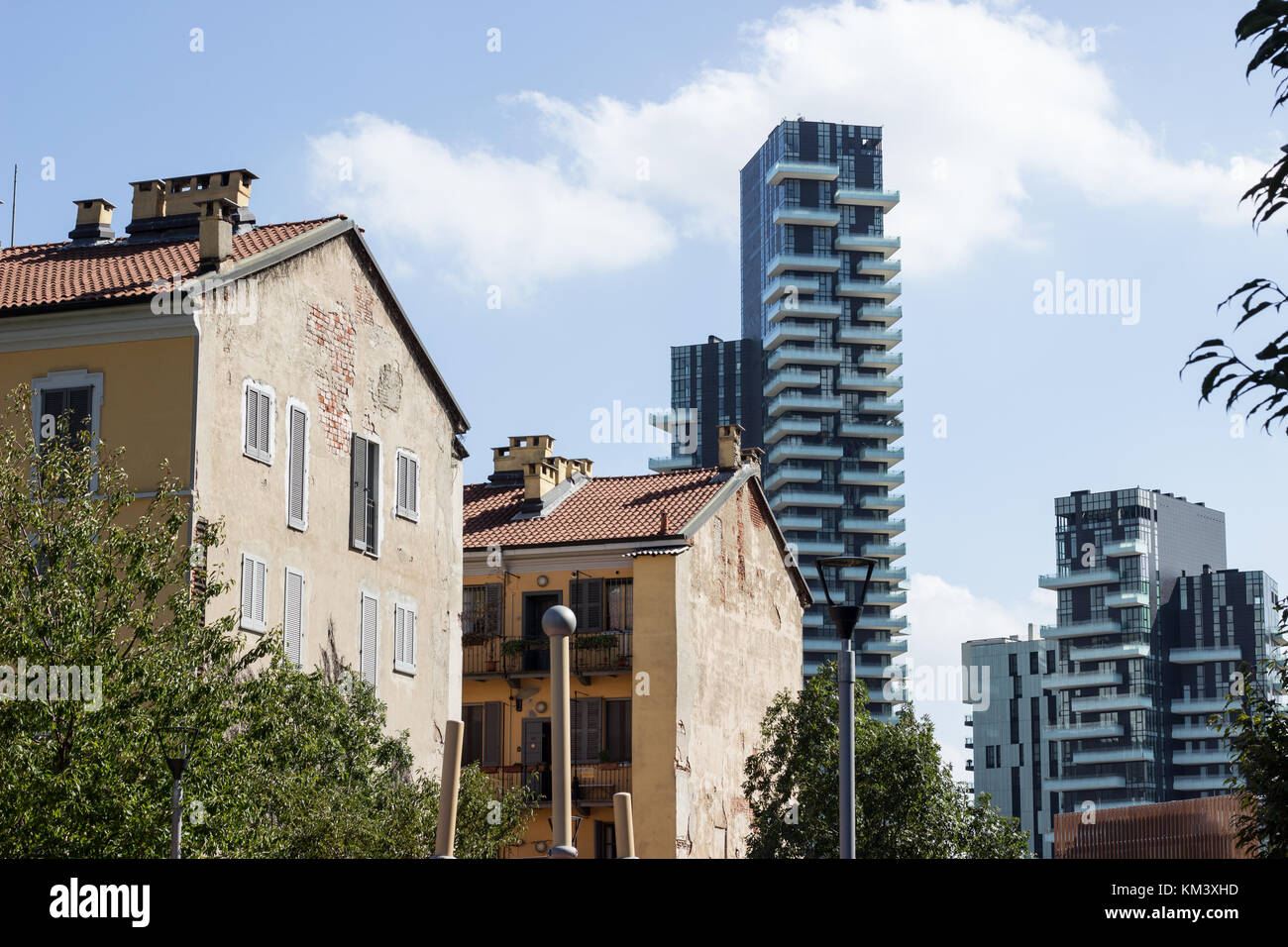 Contrast between contemporary and traditional architecture in the Isola district, Milan. Stock Photo