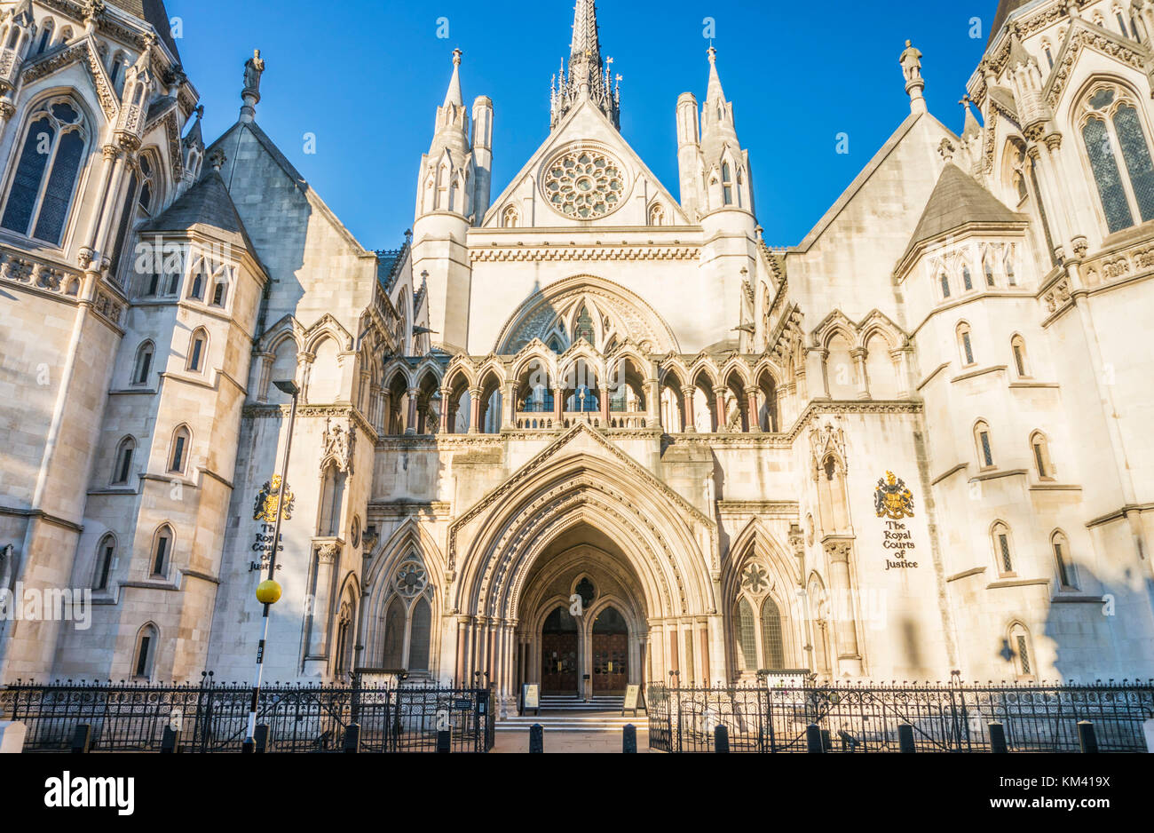 The Royal Courts of Justice London Royal Courts of Justice exterior England uk go  europe - Stock Image