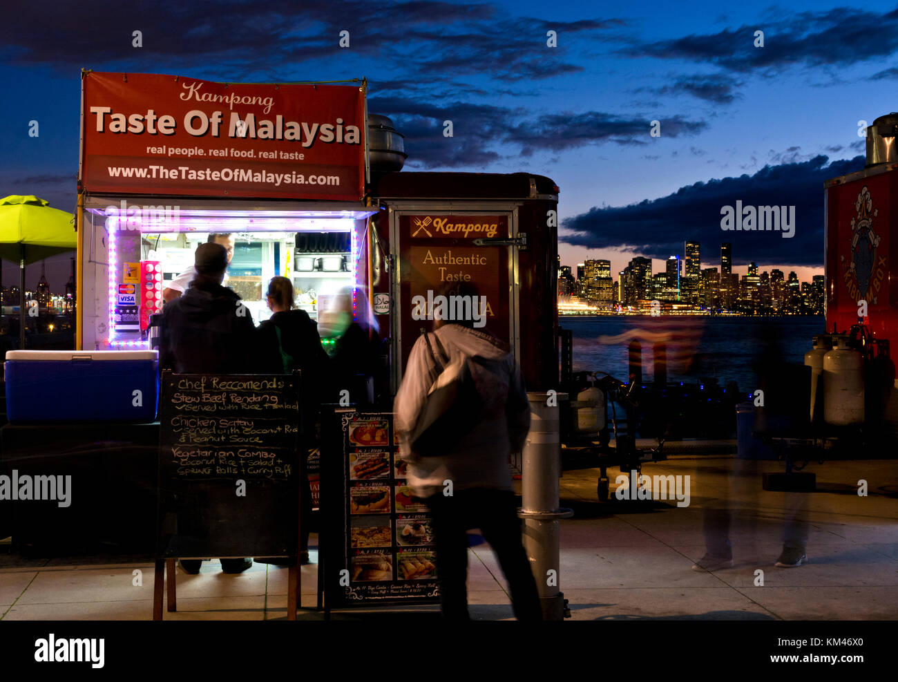 food-truck-at-the-shipyards-night-market