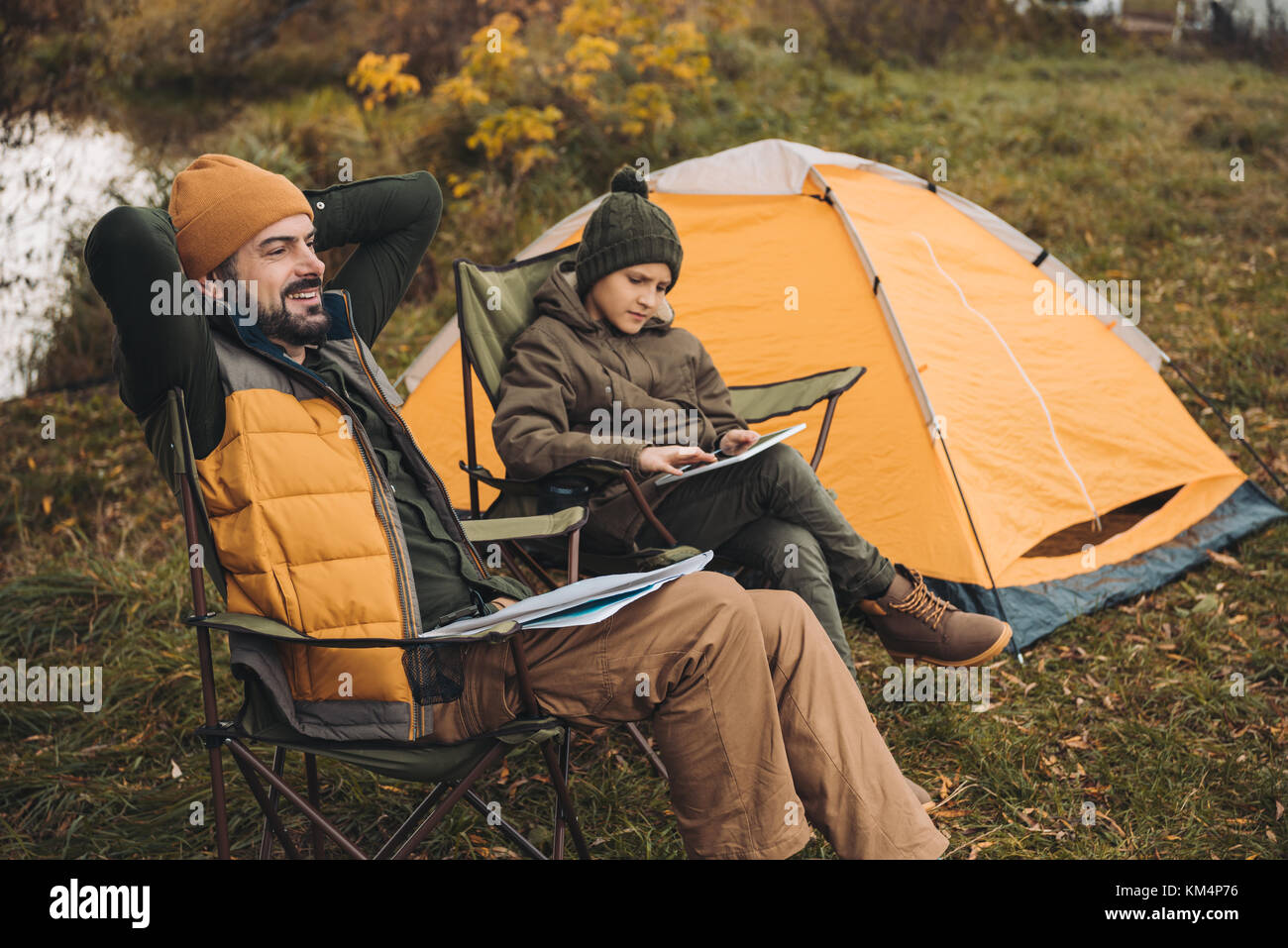 son looking at tablet - Stock Image