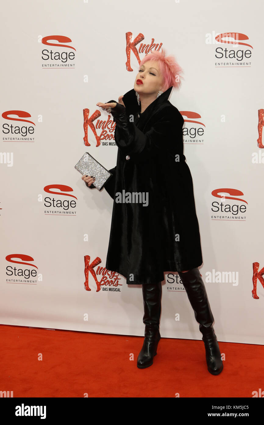 Hamburg, Germany. 03rd Dec, 2017. Cindy Lauper attending the 'Kinky Boots' Premiere held at Stage Operettenhaus, - Stock Image