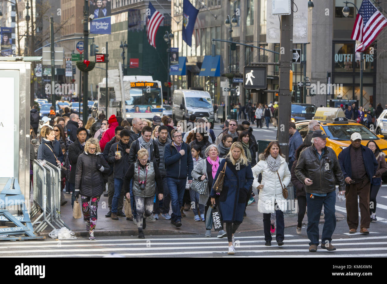 Crowds of tourists and shoppers at the corner of 42nd Street and 5th Avenue during the Black Friday Thanksgiving - Stock Image