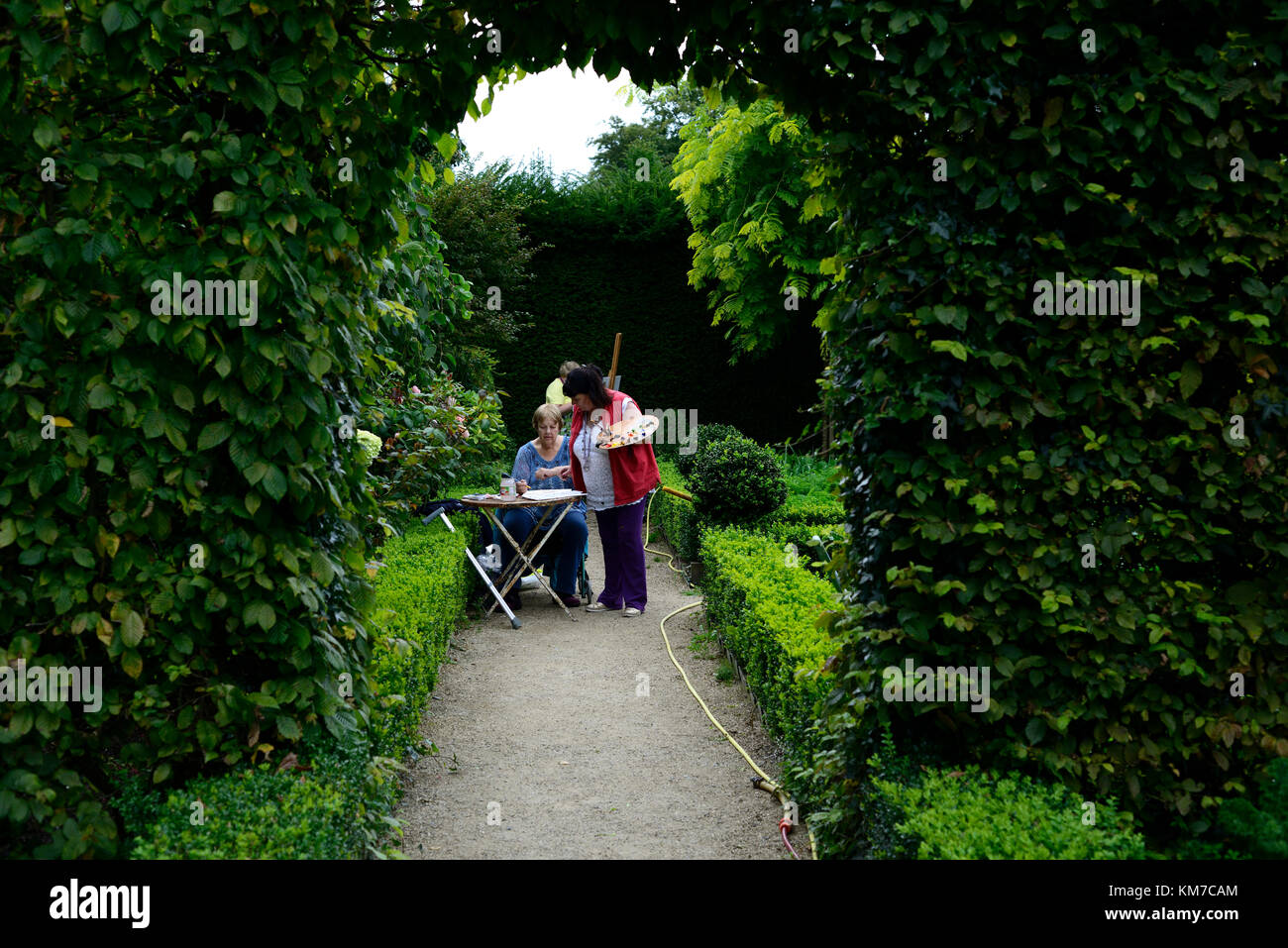 garden,artist,paint,painting,painter,teach,teaching,school,workshops,workshop,altamont garden,art,outdoor,outdoors,easel,carlow,Ireland,RM - Stock Image