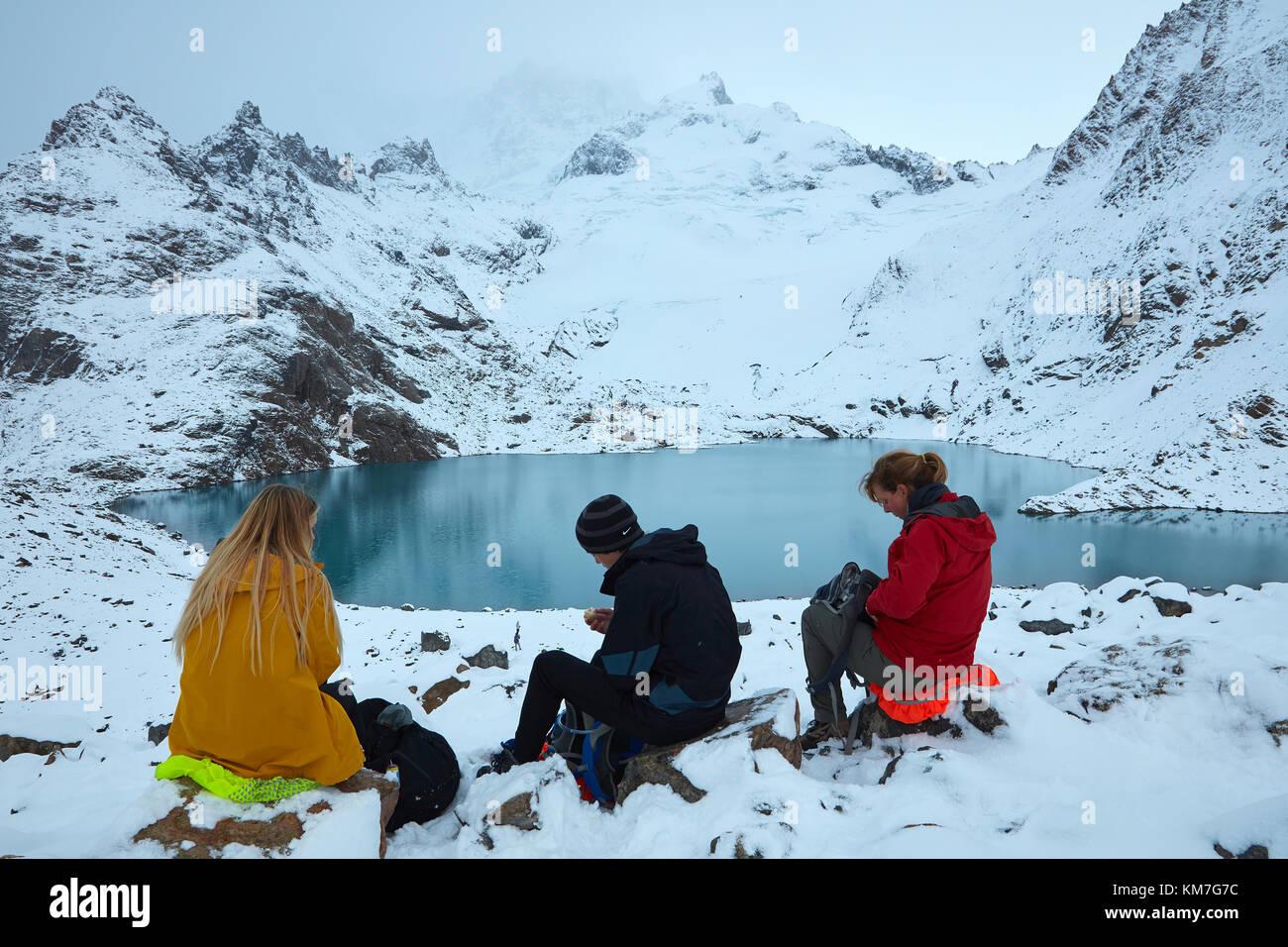Hikers in snow at Laguna de los Tres, Parque Nacional Los Glaciares (World Heritage Area), Patagonia, Argentina, - Stock Image