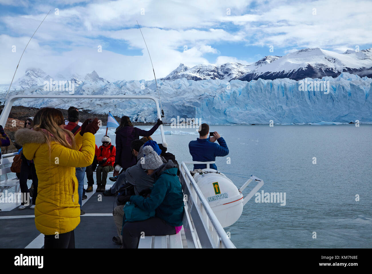 Tourists on boat and Perito Moreno Glacier, Parque Nacional Los Glaciares (World Heritage Area), Patagonia, Argentina, - Stock Image
