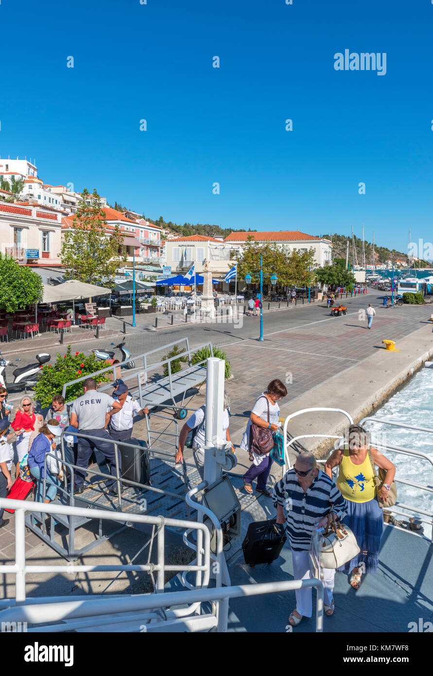 Passengers boarding the Hellenic Seaways FlyingCat at the harbour in Poros, Saronic Islands, Greece - Stock Image
