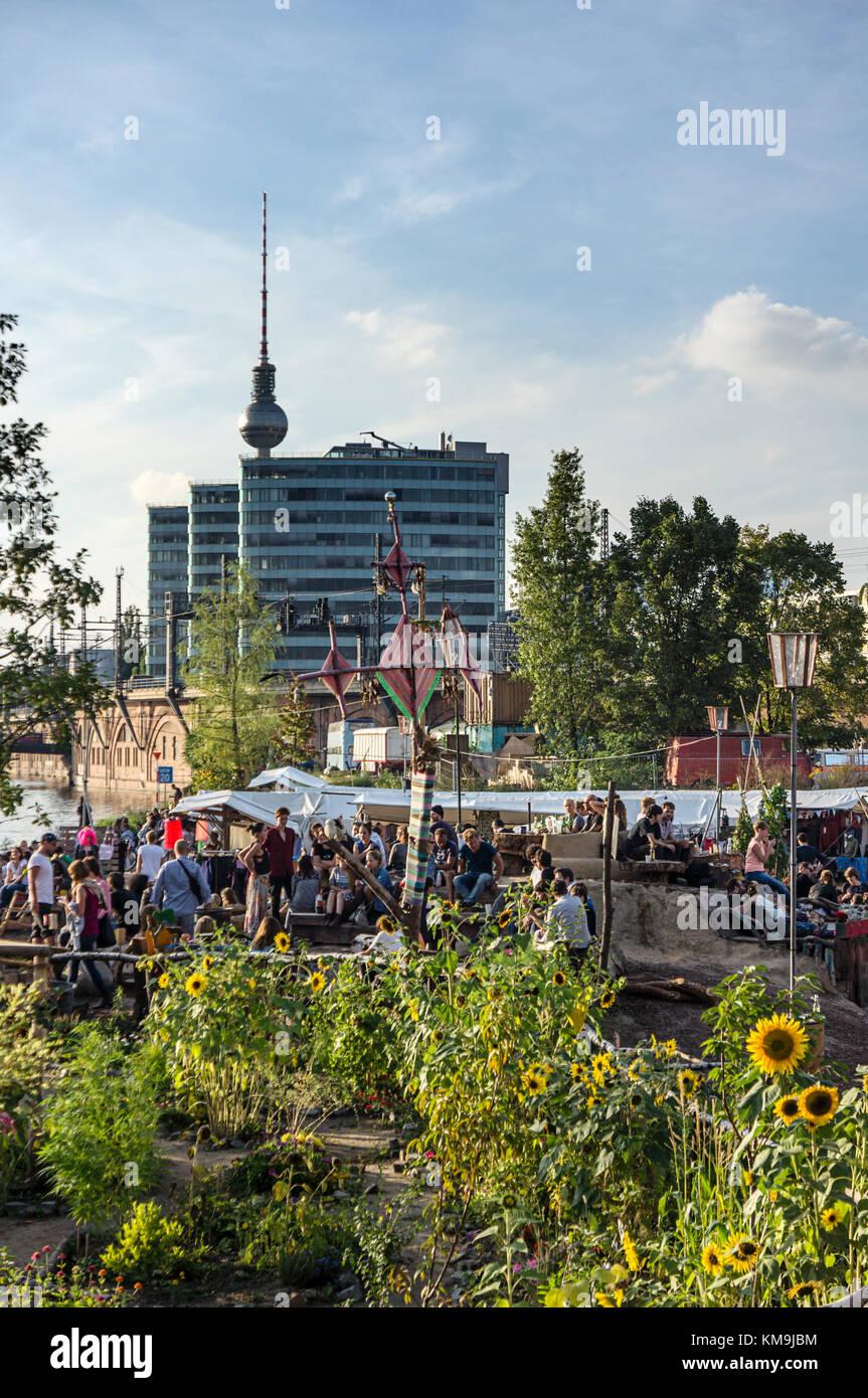 Beach Bar and Open Air Flea Market Katermarkt, Riverside Spree, Berlin, Germany - Stock Image