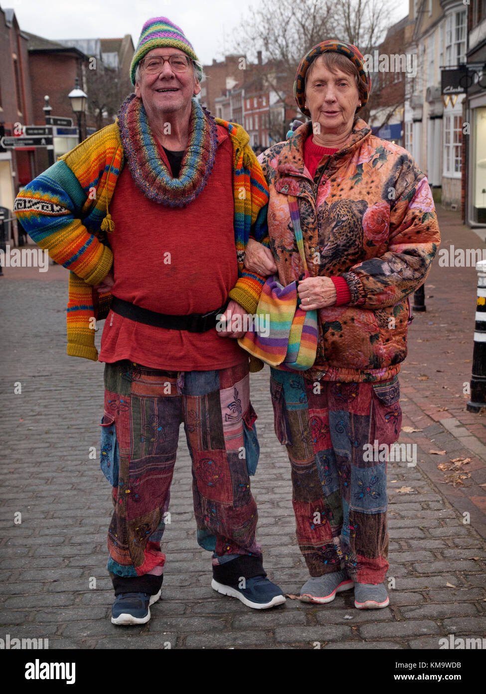 An elderly counterculture couple in Lewes, East Sussex - Stock Image
