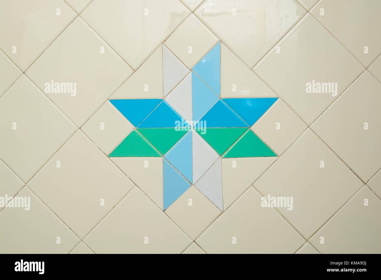 White bathroom tiles texture background Stock Photo: 167413390 - Alamy