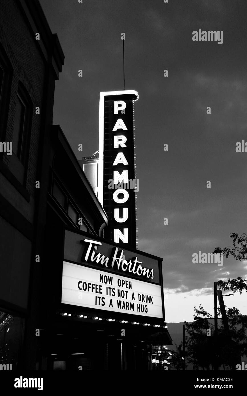 The Paramount Sign at night, Downtown Kelowna, Okanagan region, British Columbia, Canada - Stock Image