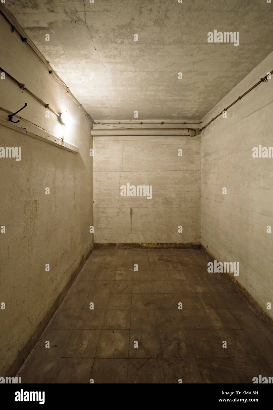 Bunker, Hannover, Wallpaper, inside, Umbau, Umnutzung, leer, Tapete, Raum, Lampe, einsam, 2.Weltkrieg, alt, - Stock Image