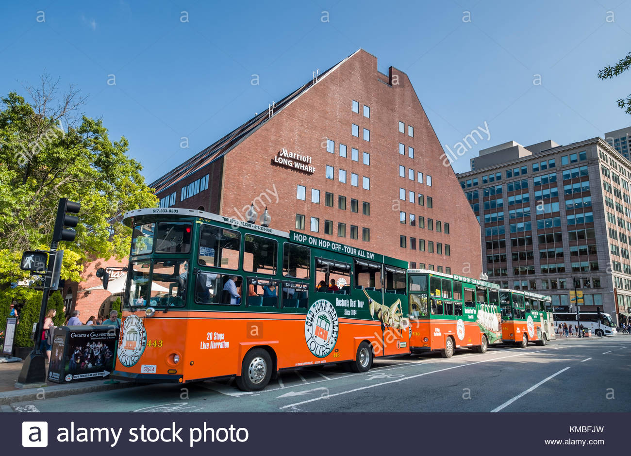 https://c8.alamy.com/comp/KMBFJW/old-town-trolley-tour-buses-parked-in-front-of-the-marriott-long-wharf-KMBFJW.jpg