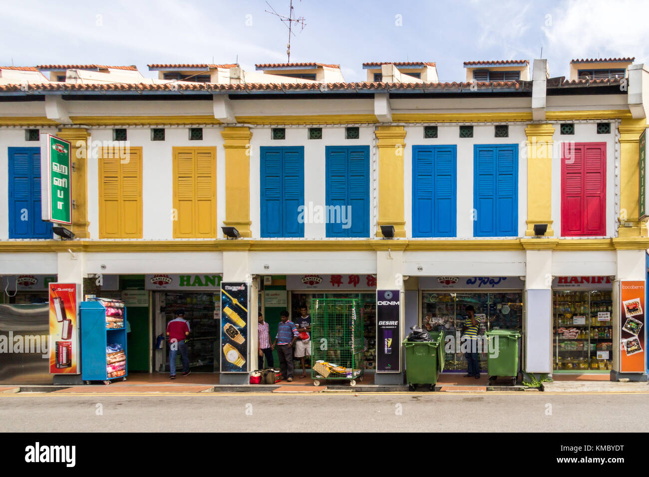 Traditional shophouses in Little India, Singapore - Stock Image