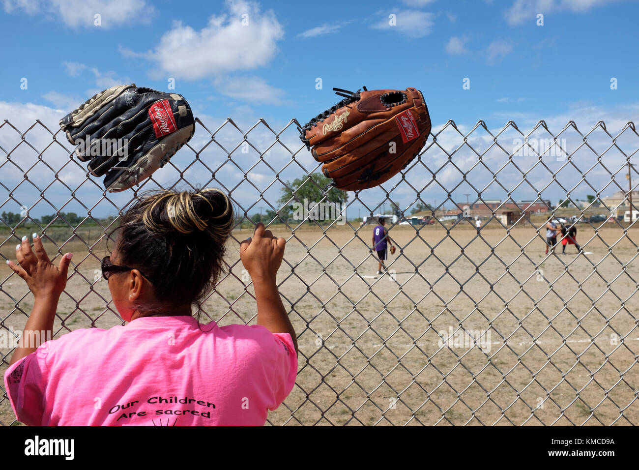 familes play rounds of softball at the powwow - Stock Image