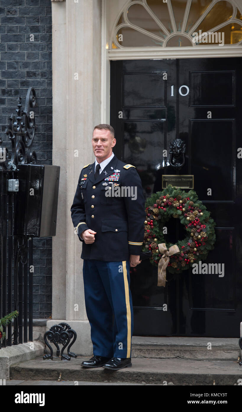 Downing Street, London, UK. 5 December 2017. Colonel Ryan Dillon, Spokesman for Combined Joint Task Force - Operation - Stock Image