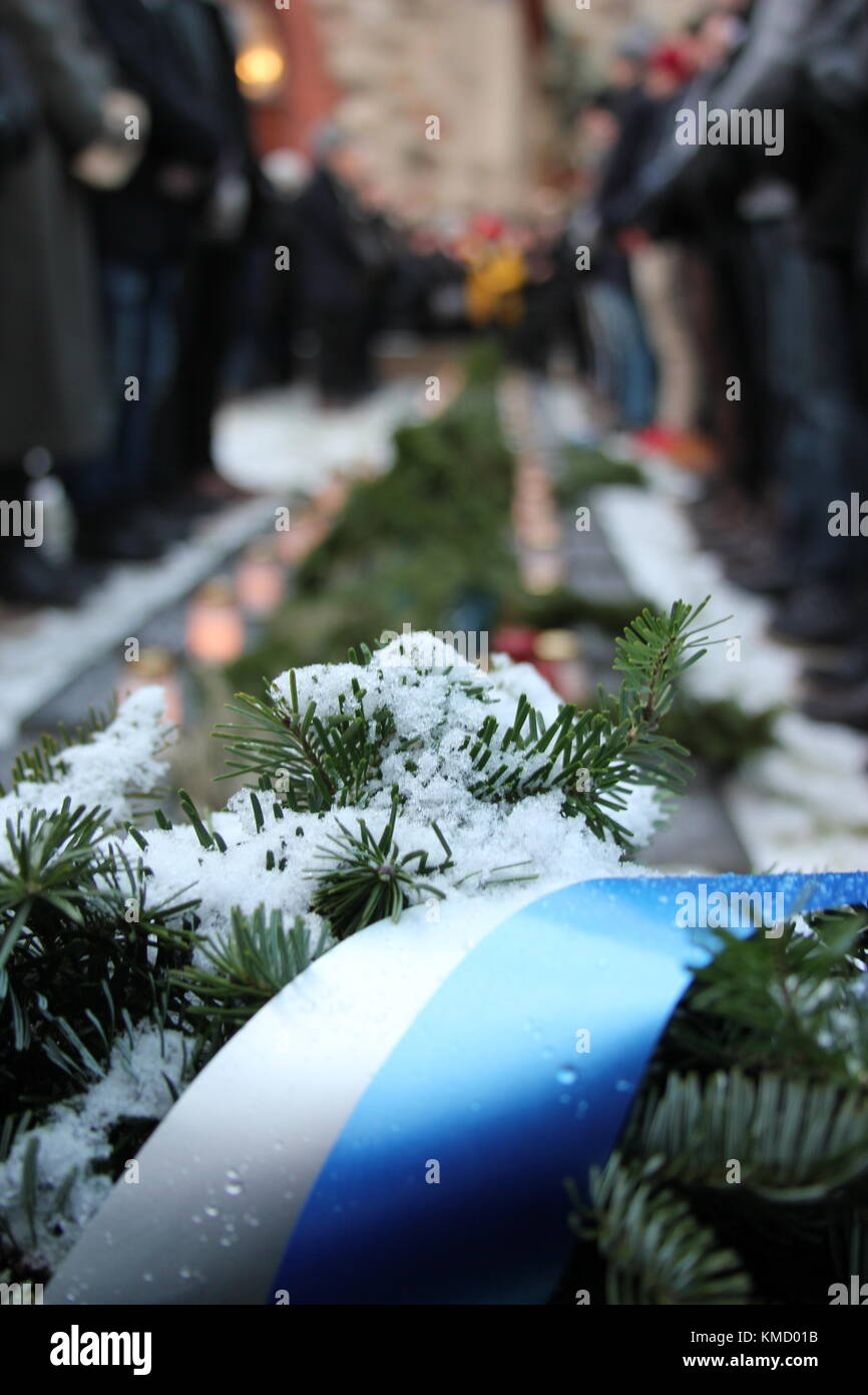 Vantaa, Finland. 6th Dec, 2017. Independence Day guard of honour for WWII fallen Finnish solders with ordinary men Stock Photo