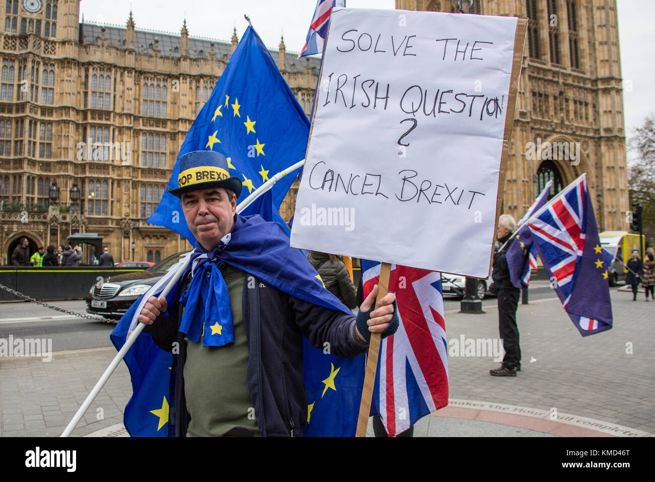 London, UK. 6 December 2017. 'Solve the Irish question, cancel brexit'. Protester Stephen Bray wearing a Stop Brexit Stock Photo