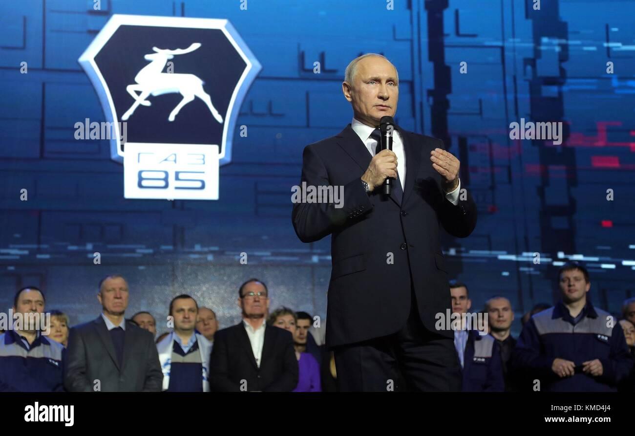 Nizhny Novgorod, Russia. 06th Dec, 2017. Russian President Vladimir Putin addresses workers at the GAZ Group Automobile Stock Photo