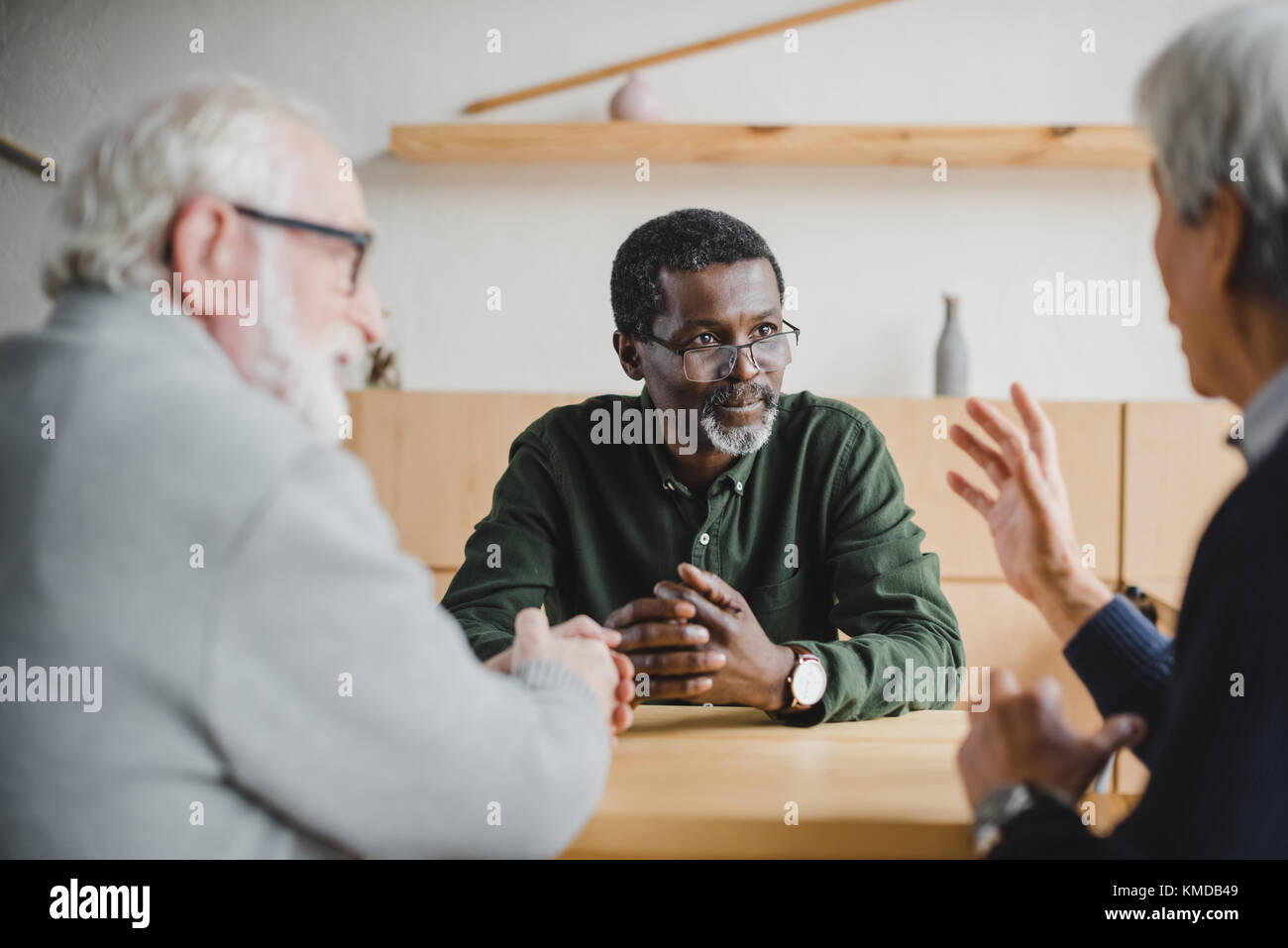 senior friends sharing stories - Stock Image