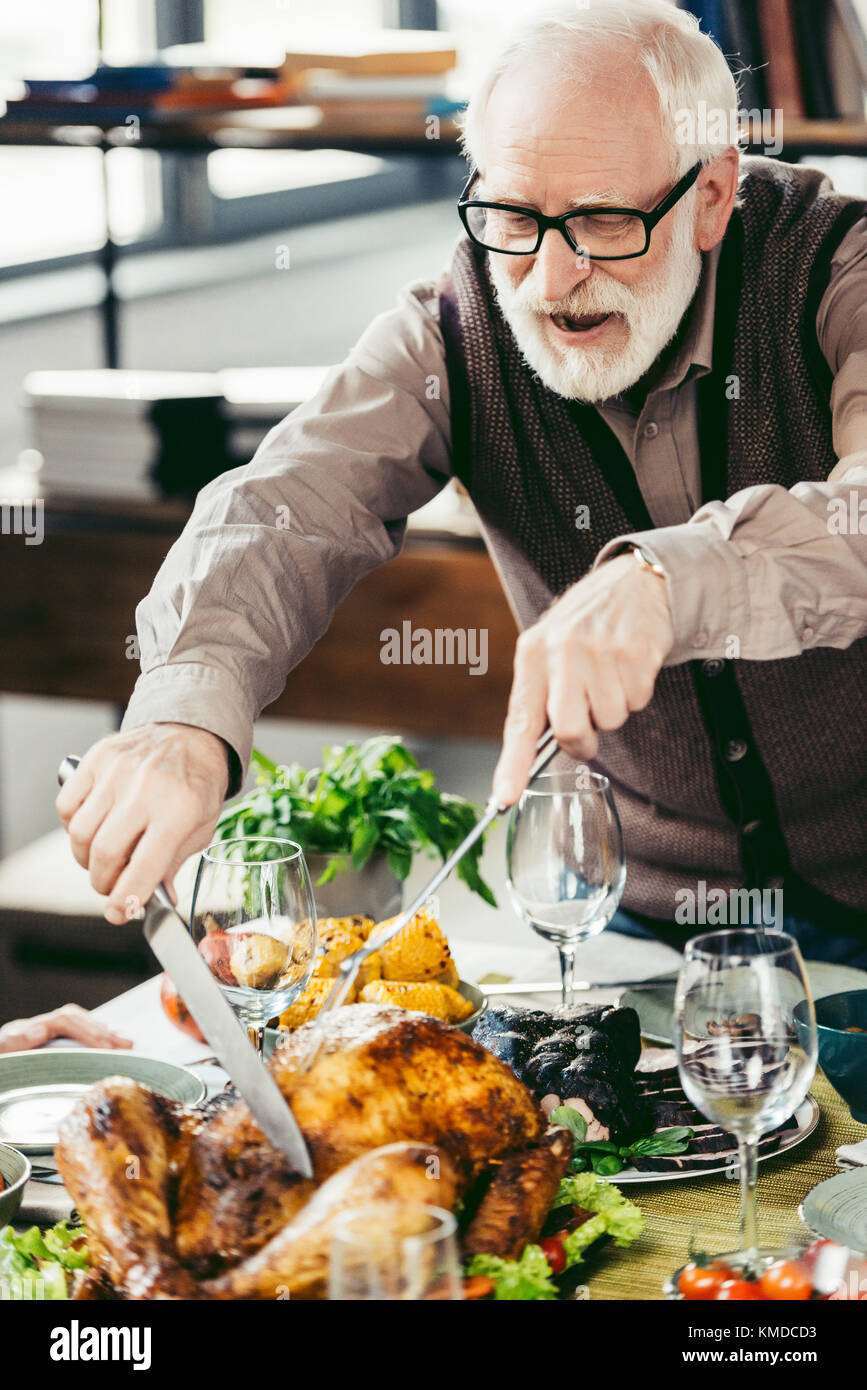 slicing turkey - Stock Image