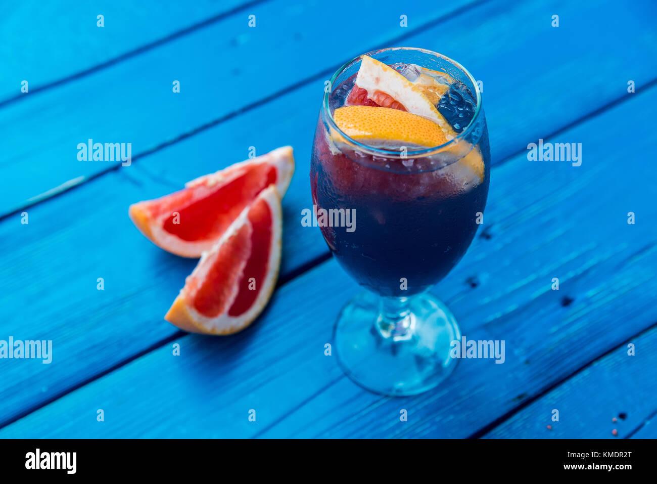 Dark restaurant cocktail with grapefruit - Stock Image