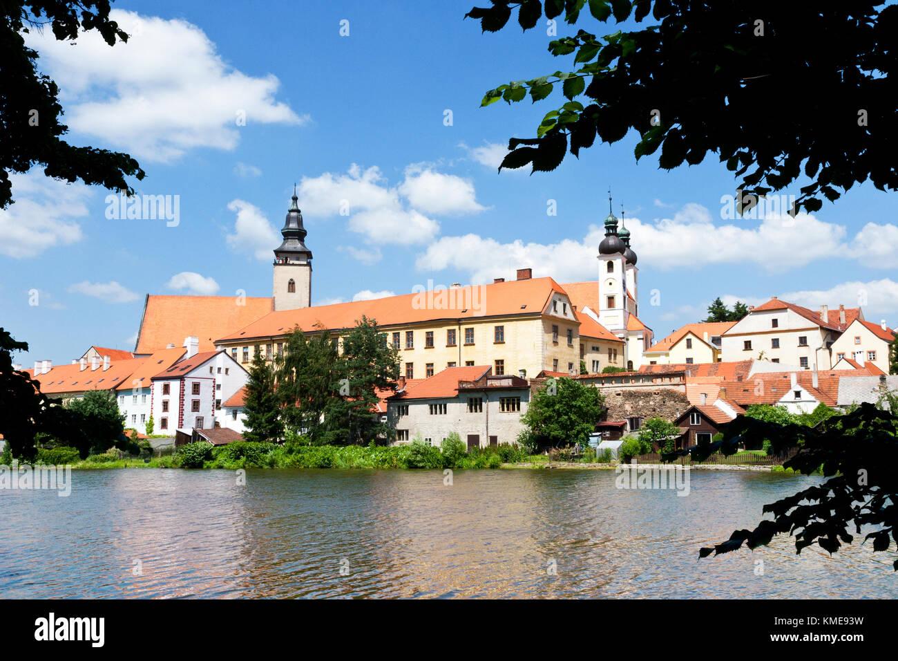 historické centrum přes Uličský rybník, Telč (UNESCO), Kraj Vysočina, Česka republika / historical center,Ulicky Stock Photo