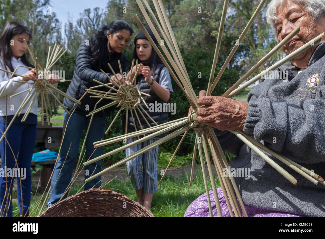 Native American Weavers from Federated Nations of Graton Rancheria (Souther Pomo and Coastal Miamok and other tribes - Stock Image