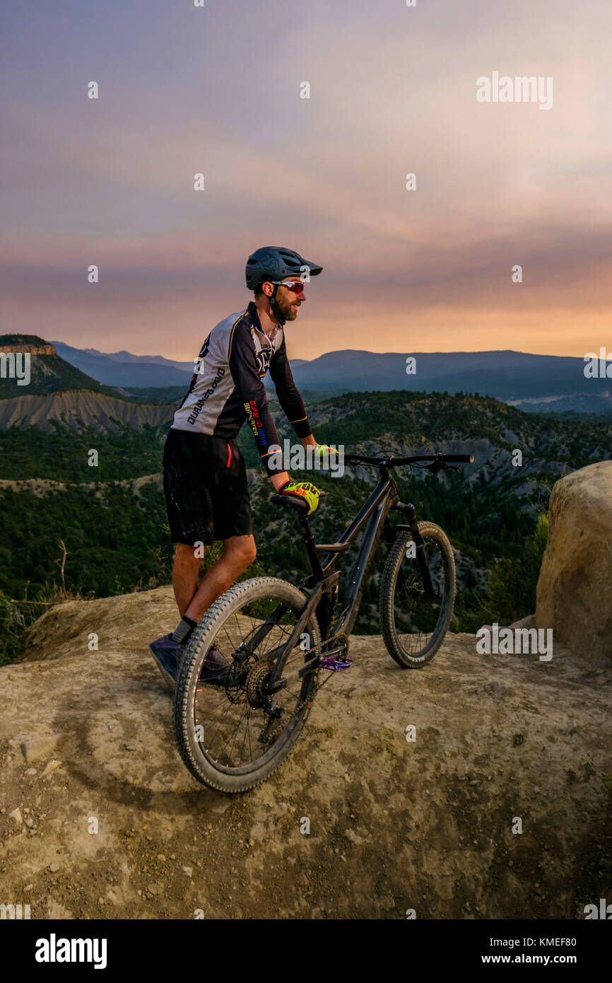 Male mountain biker in scenic landscape enjoying view,Durango,USA - Stock Image