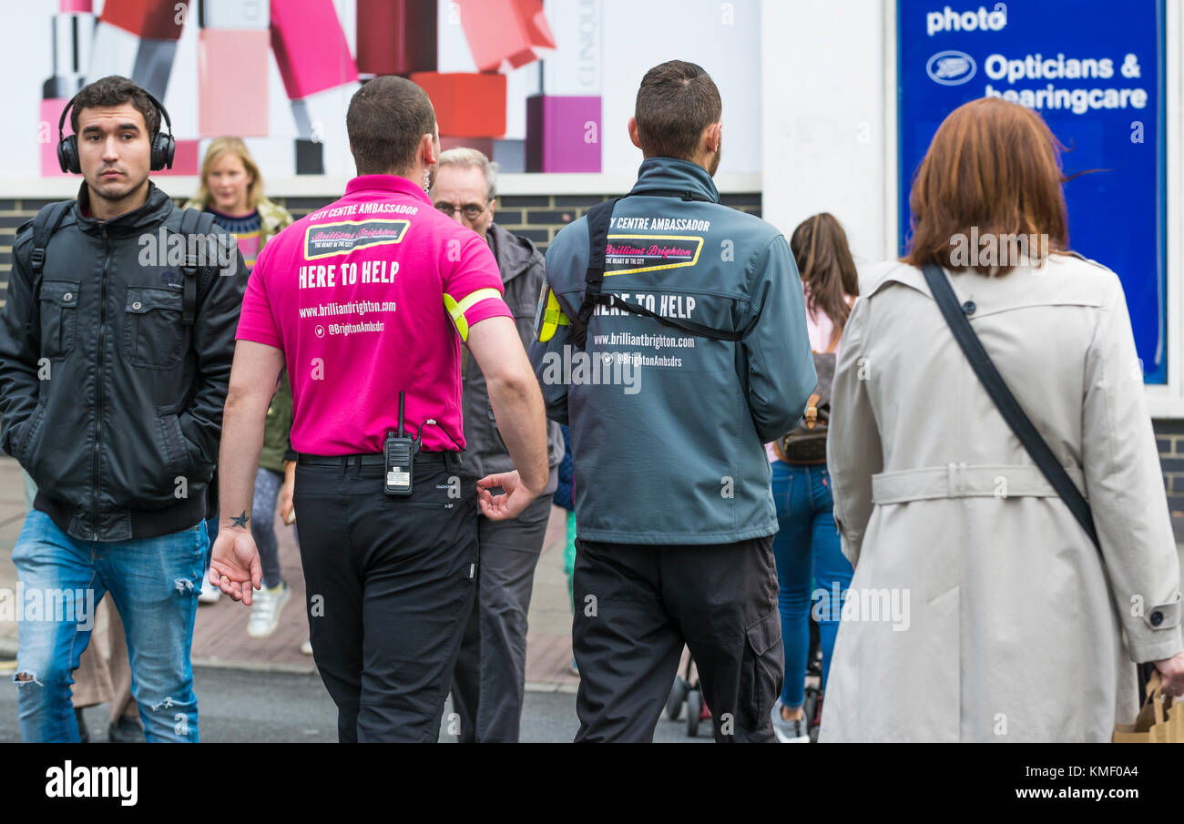 """Brighton Ambassadors """"here to help"""" in the city of Brighton in East Sussex, England, UK. Stock Photo"""