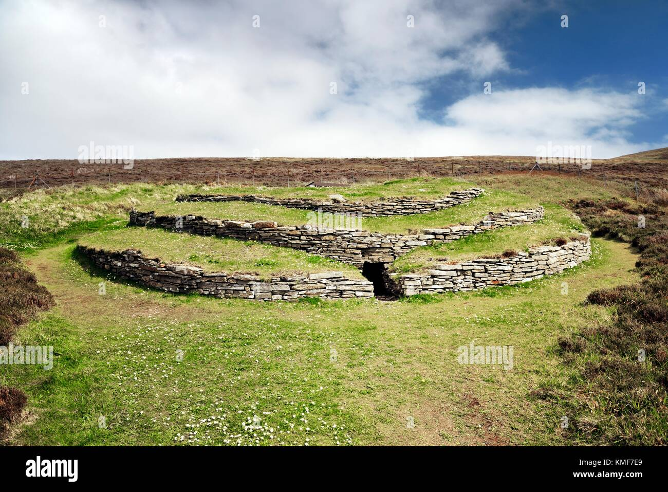 Wideford Hill prehistoric chambered cairn Neolithic tomb. Mainland, Orkney, Scotland. Exterior shows entrance and - Stock Image