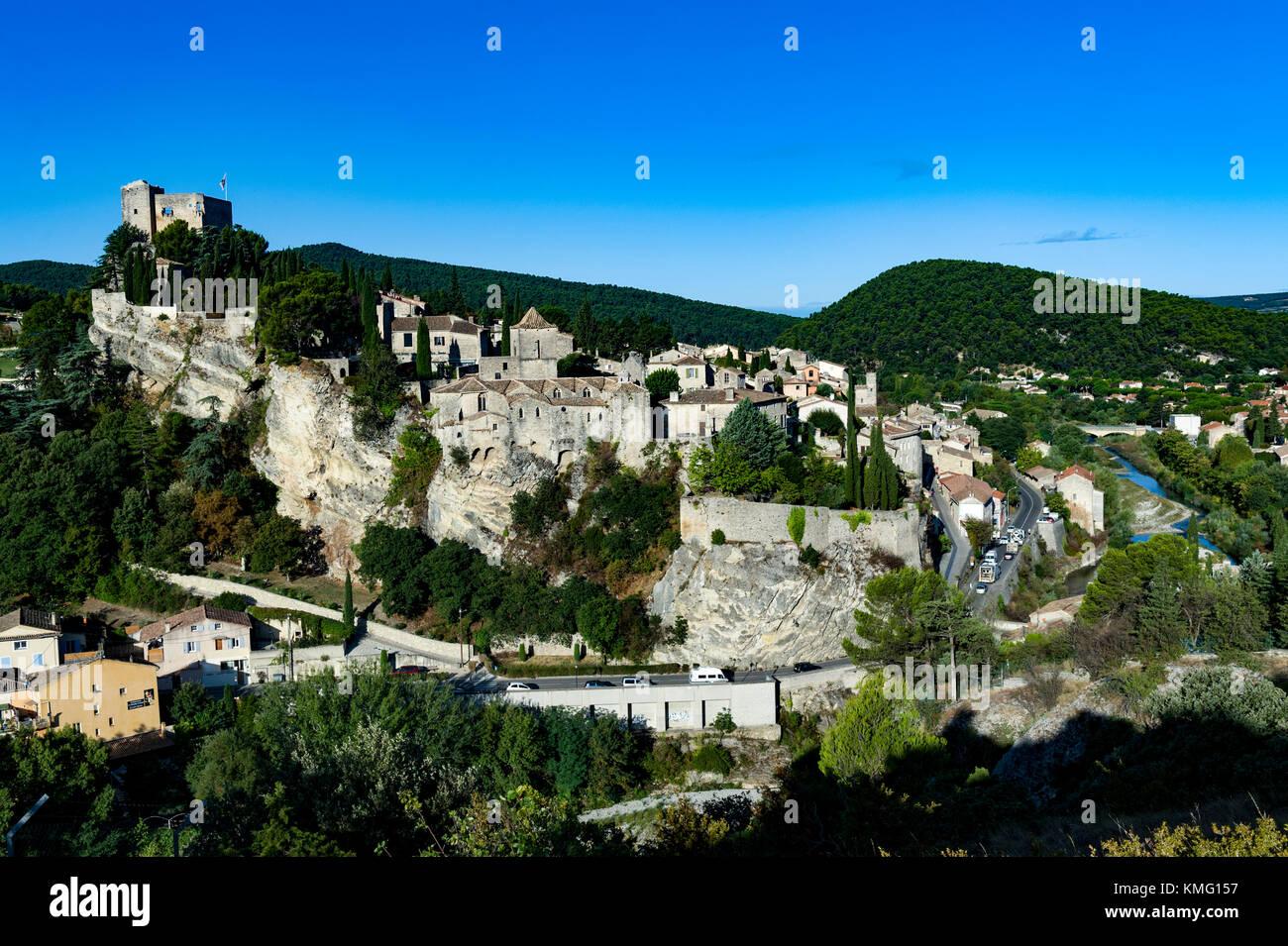 France. Vaucluse (84). Vaison La Romaine. The medieval city - Stock Image