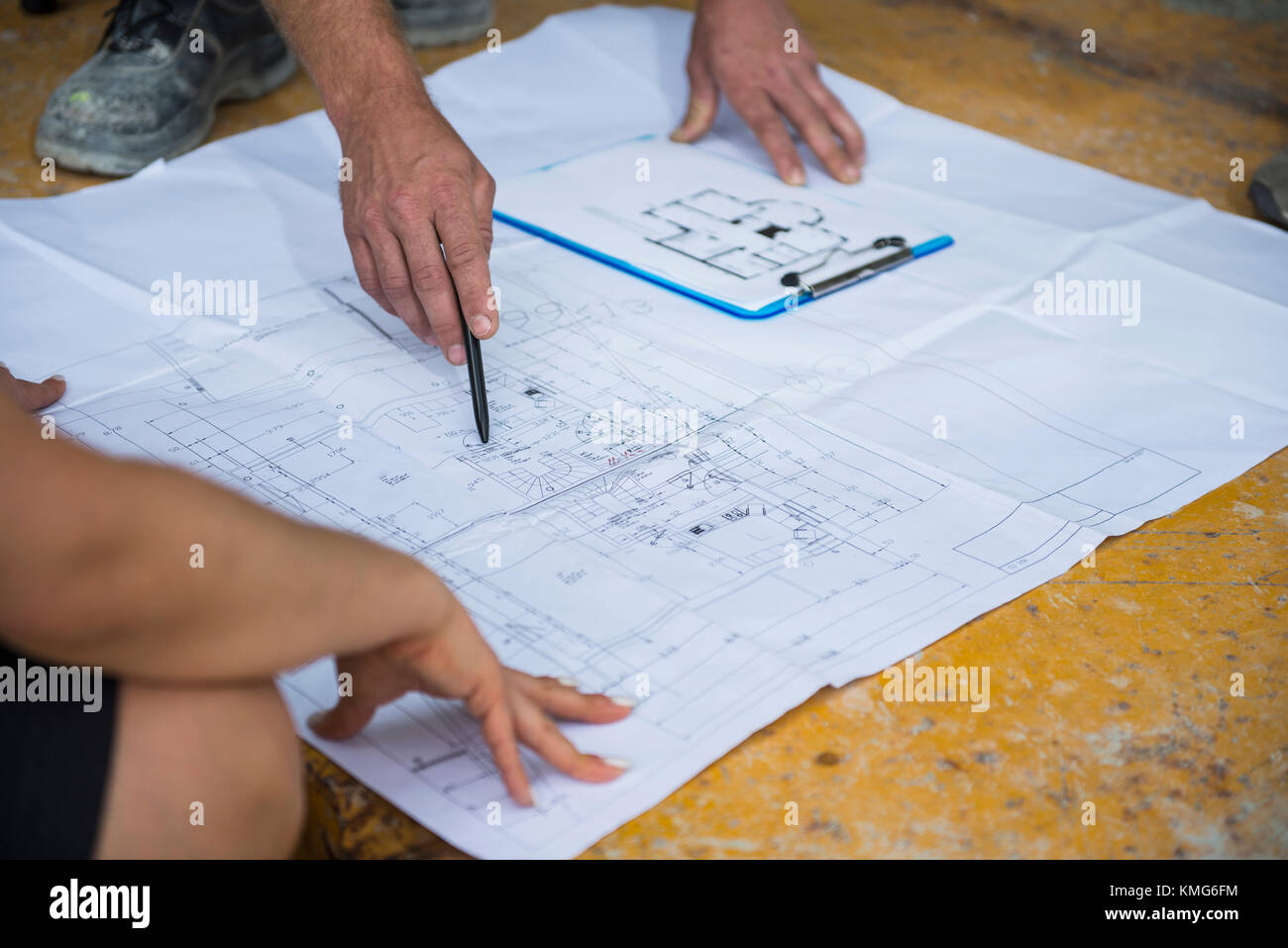 Architect discussing blueprint with construction worker at building architect discussing blueprint with construction worker at building site malvernweather Images