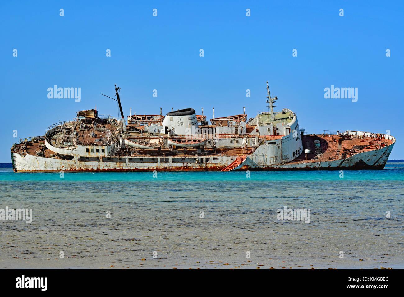 Shipwreck rusting in shallow water near Al Qattan beach, south of Jeddah city, Saudi Arabia. - Stock Image