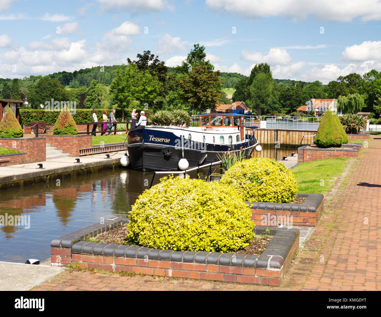 Hambleden Lock on the River Thames with narrowboat waiting to pass through - Stock Image