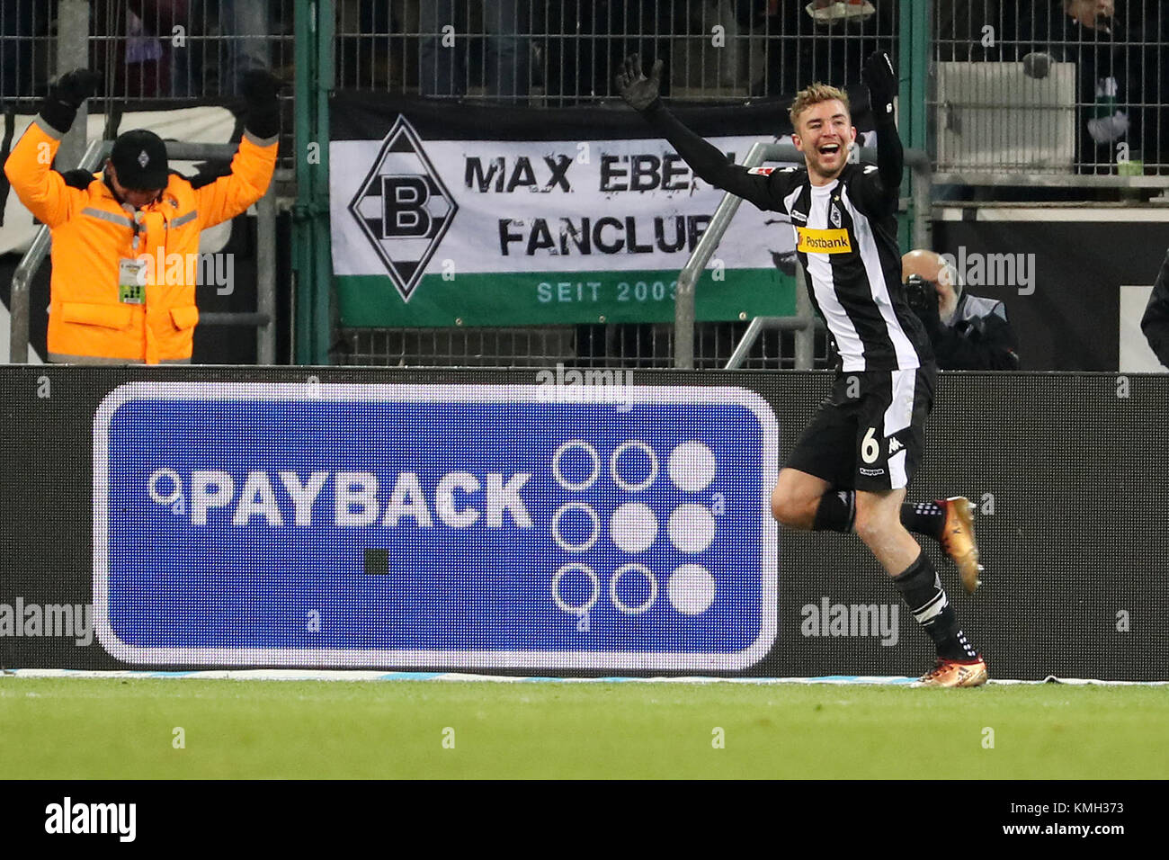 Moenchengladbach, Germany. 9th Dec, 2017. Christoph Kramer of Moenchengladbach celebrates after scoring during the Stock Photo