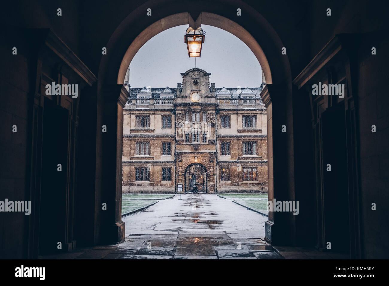 Cambridge, Cambridgeshire, UK. 10th Dec, 2017. Weather: Heavy snow in morning at Clare College MCR in Cambridge. - Stock Image