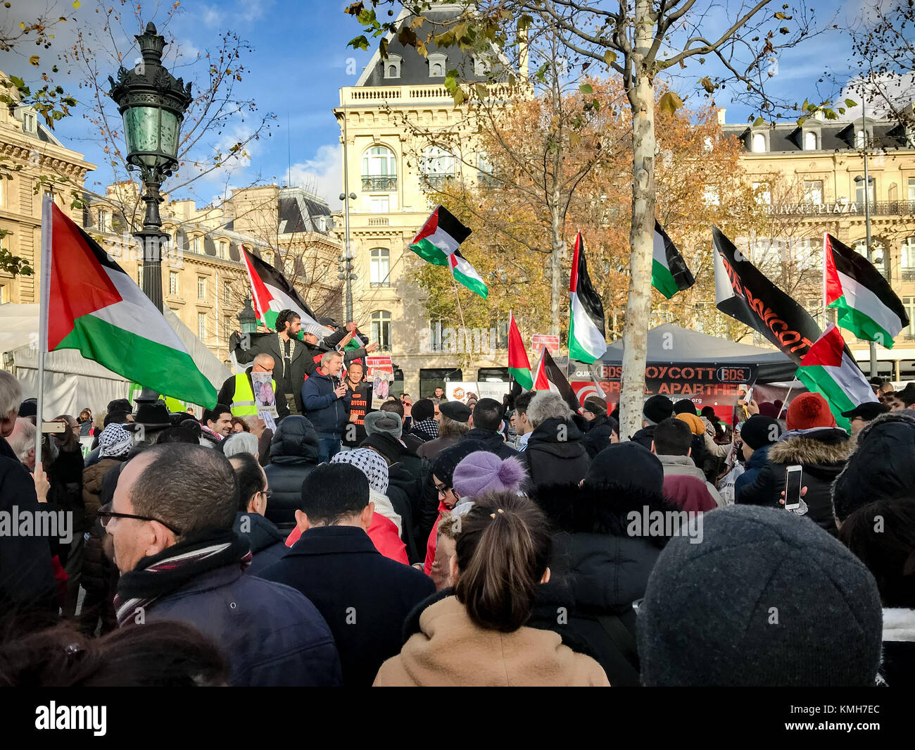 Paris, France. 09th Dec, 2017. 2017, December 9th - Paris, France: People gathered at Place de la République - Stock Image