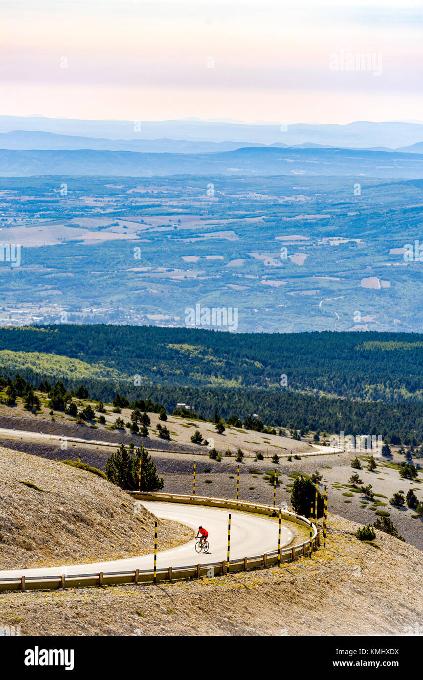 Vaucluse (84). Ascension du Mont Ventoux // France. Vaucluse (84). Ascent of Mont Ventoux - Stock Image
