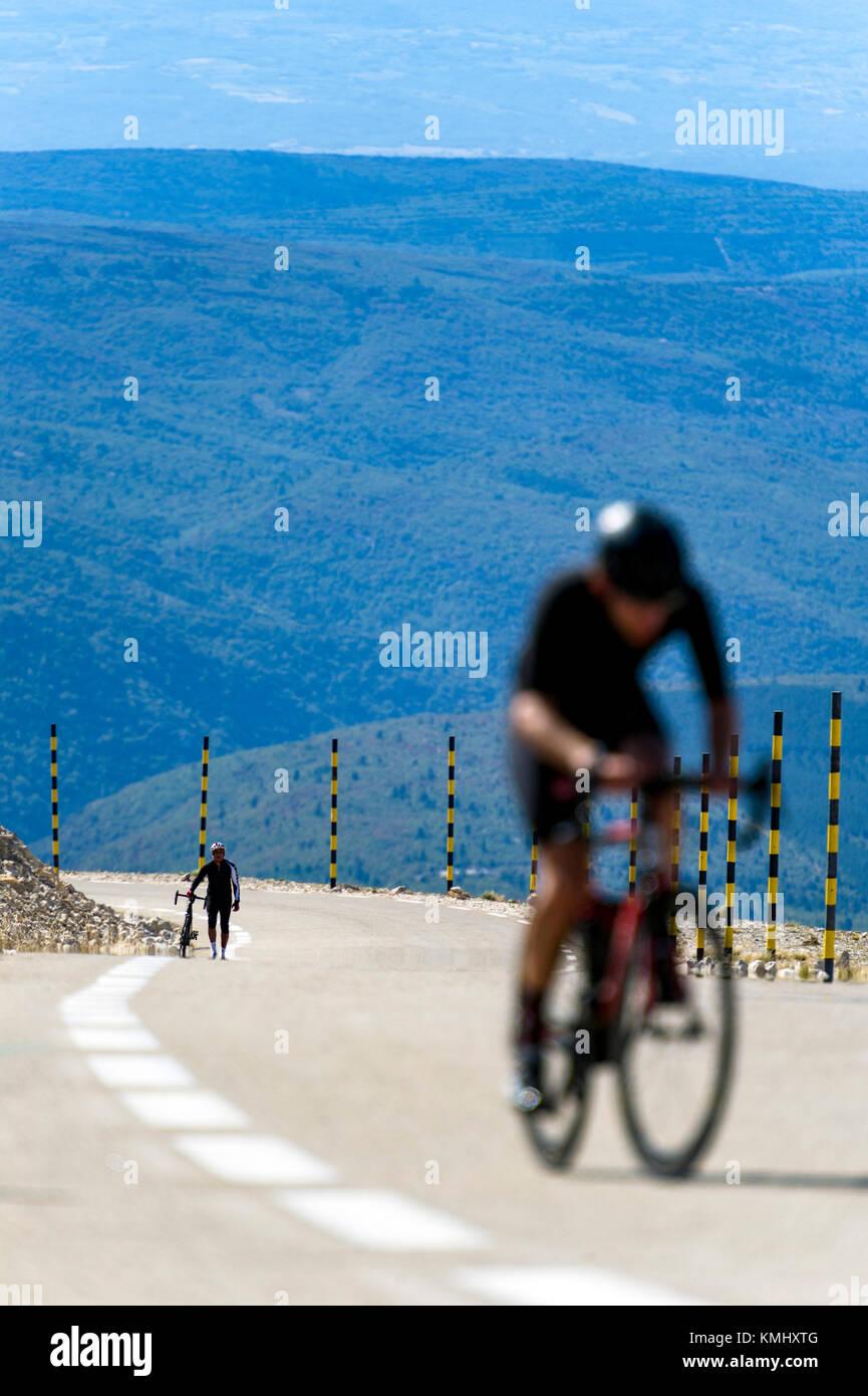 France. Vaucluse (84). Ascent of Mont Ventoux. Cyclotouristes - Stock Image
