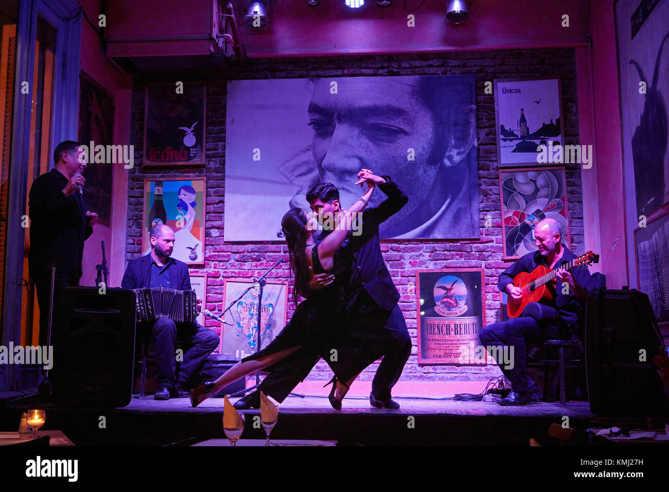 Tango dancers and band, Todo Mundo Bar, Plaza Dorrego, San Telmo, Buenos Aires, Argentina, South America - Stock Image