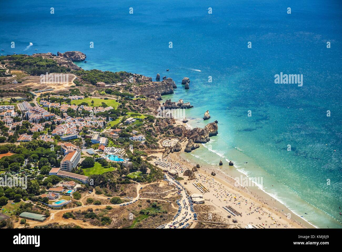 In the foreground Alvor beach. In the background Joao Arans Ponta, Tres Irmaos and Prainha beach. Faro district. - Stock Image