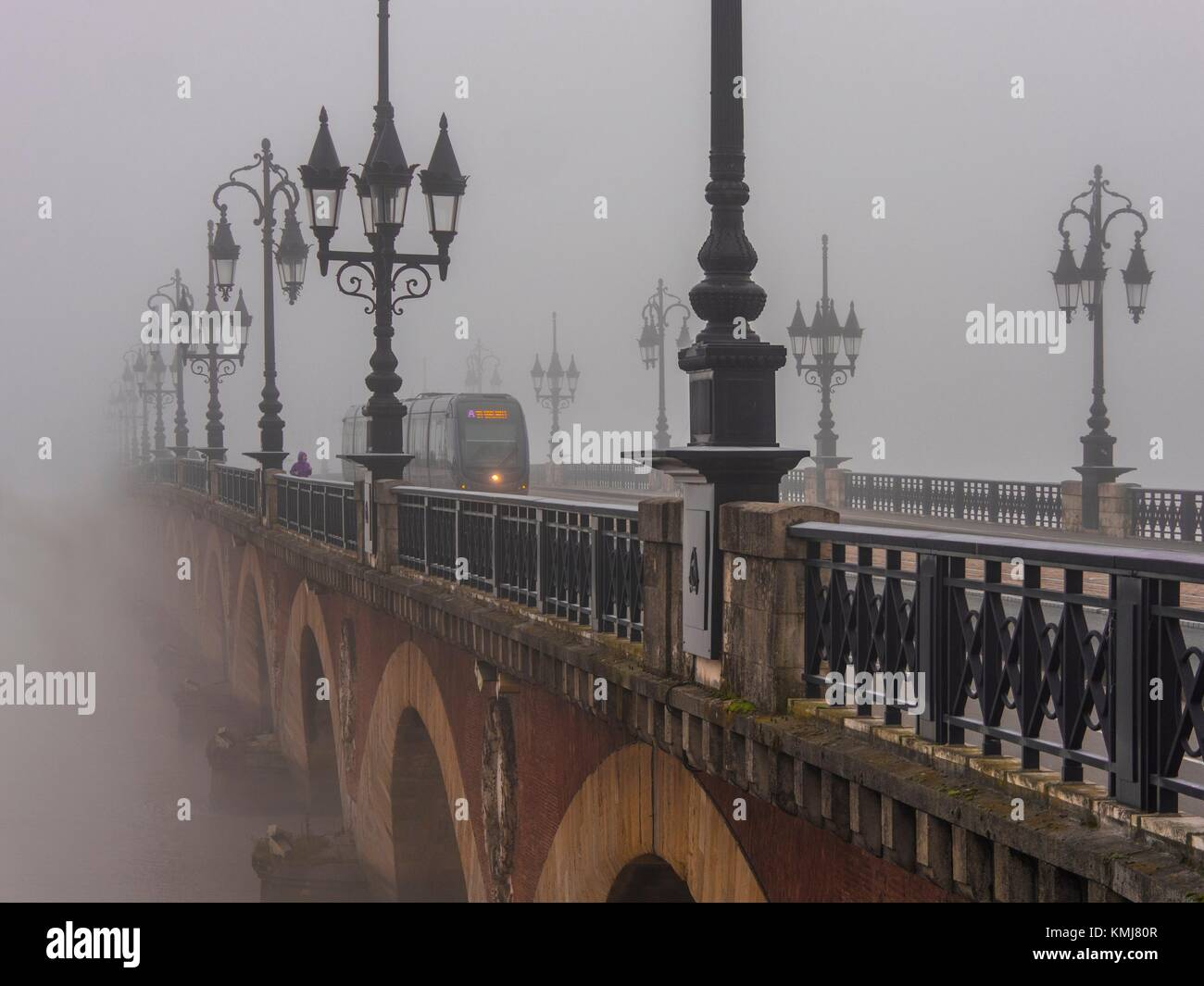 France. Nouvelle Aquitaine. Gironde. 'Pont de pierre' bridge in the fog, at Bordeaux. - Stock Image