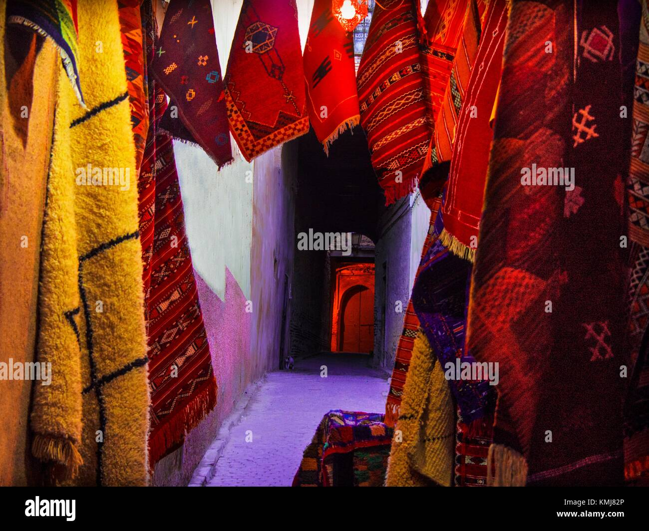 Morocco, Fes, Handycraft. Handmade Carpets on exhibit in a small street of the 'Medina' (old part) of Fes. - Stock Image
